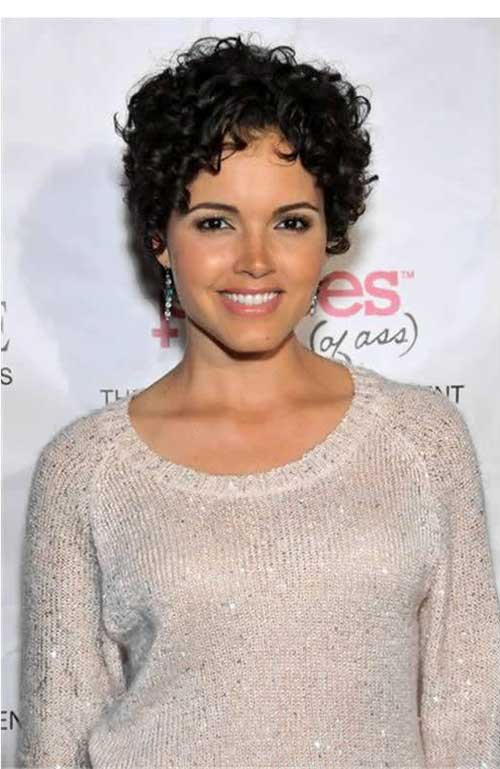 Short hairdos for curly hair