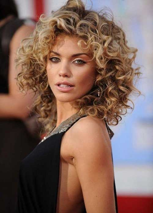 Naturally curly hair with short layers – Stylish hairstyles for ...