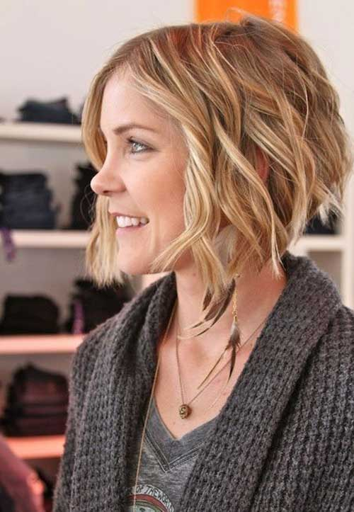 Inverted Wavy Bob Hairstyle Pictures to pin on Pinterest