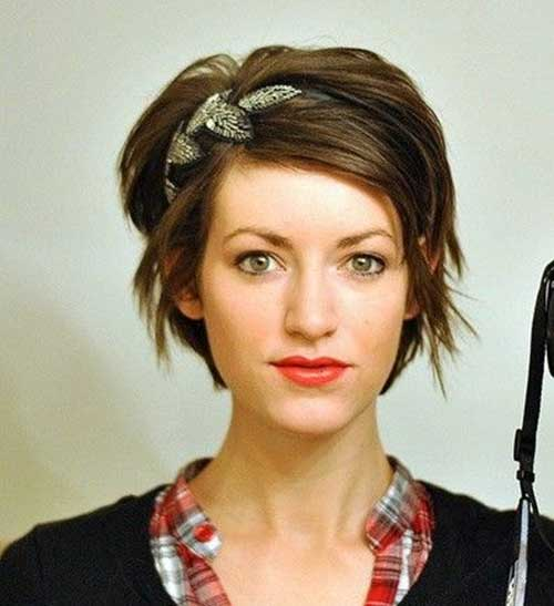 how to wear a headband with a pixie cut