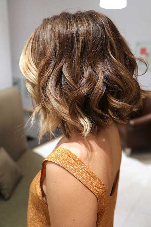 Short Blonde and Brown Colored Wavy Hair
