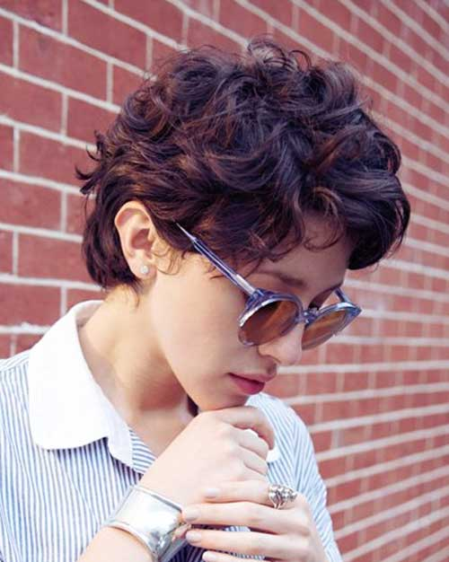 Casual Pixie Haircut for Wavy Hair Style