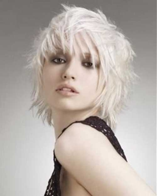 Cute Short Layered Hairstyles for Round Faces
