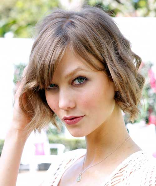 Cute Wavy Bob Hair with Side Straight Bangs