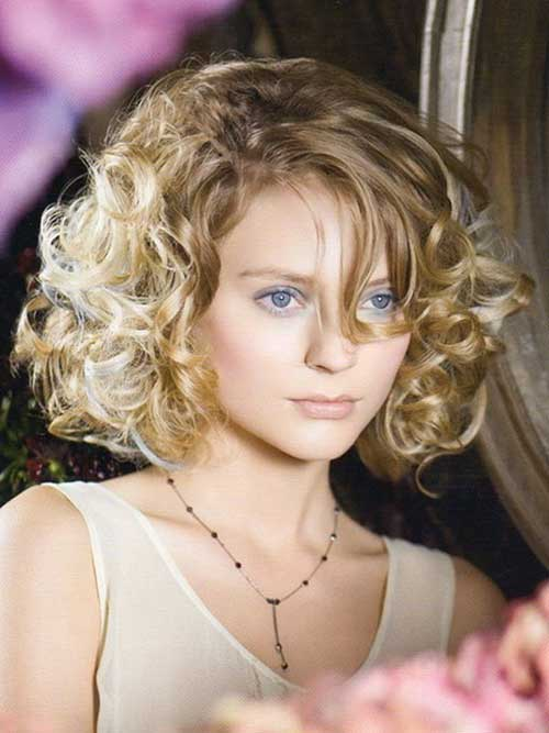 Short Curly Blonde Hairstyles for Round Faces