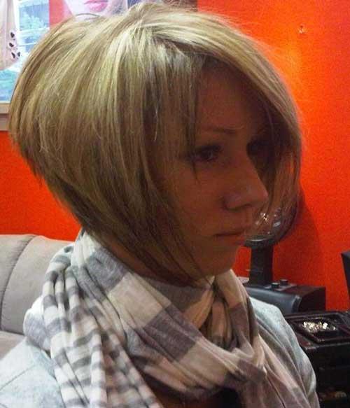 Short Graduated Haircut for Women 30