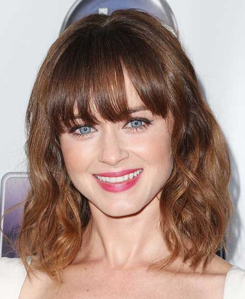 Wavy Bob Hairstyles with Blunt Bangs