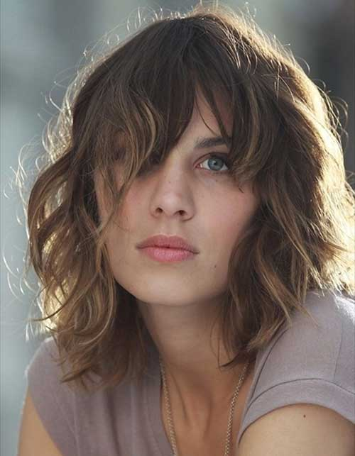 Wavy Bob Hairdo Styles with Layered Bangs