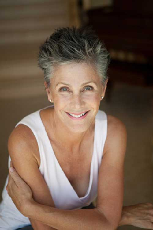Short Hair for Older Women-19
