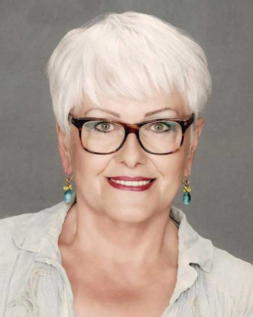 Short Haircuts for Women Over 50-28