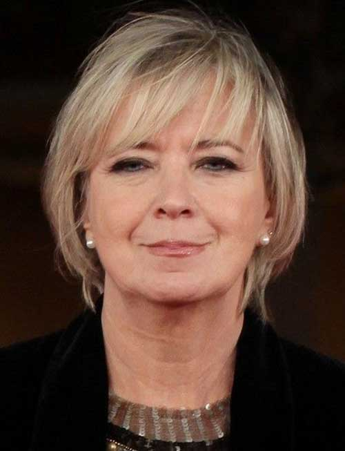 Short Haircuts for Women Over 50-7