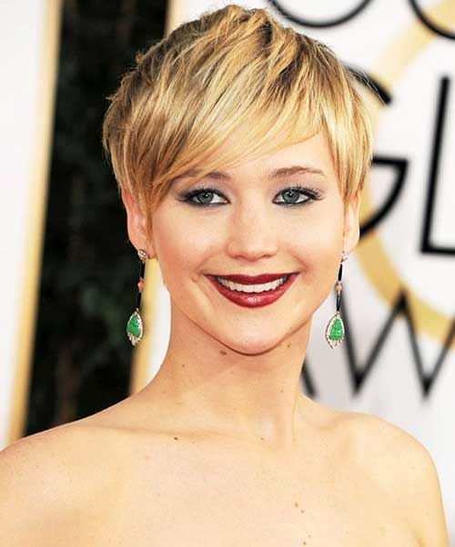 Cute Blonde Pixie Haircut for Round Face