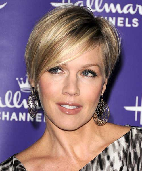 Hairstyles for Thin Short Straight Pixie Hair