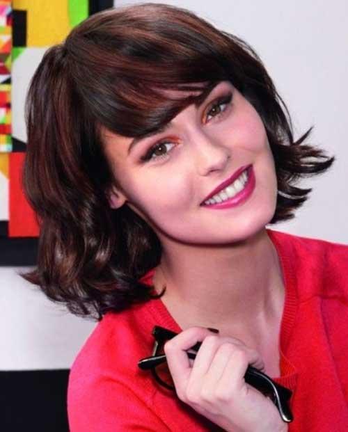 Short to Medium Wavy Haircuts for Women