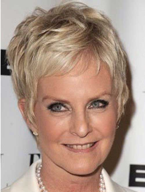 Short Haircuts for Mature Ladies-11