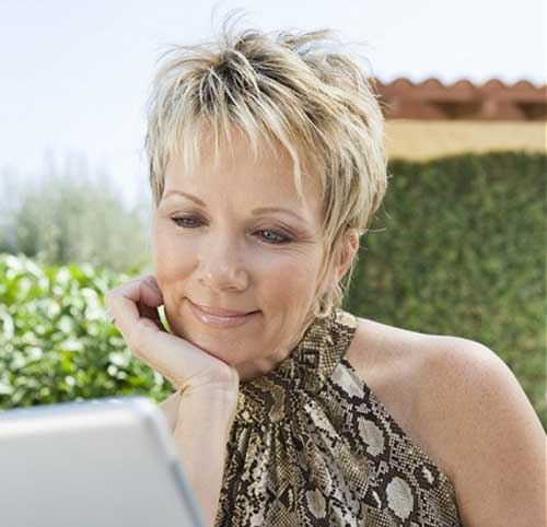 Short Haircuts for Mature Ladies-12