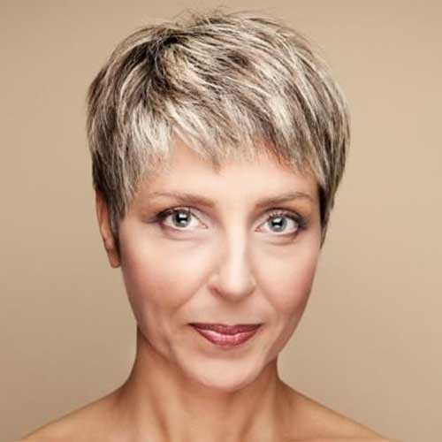 Short Haircuts for Mature Ladies-19