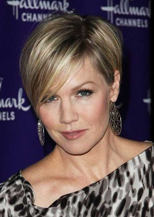 Short Haircuts for Mature Ladies-20