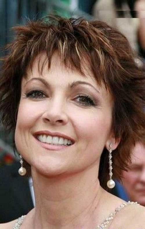 Short Haircuts for Mature Ladies-6