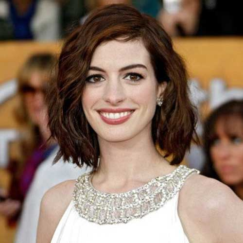 Cute Short Layered Bob Hairstyles for Wavy Hair Type