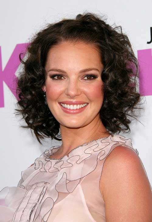 Short Curly Hairstyles for Oval Faces Women