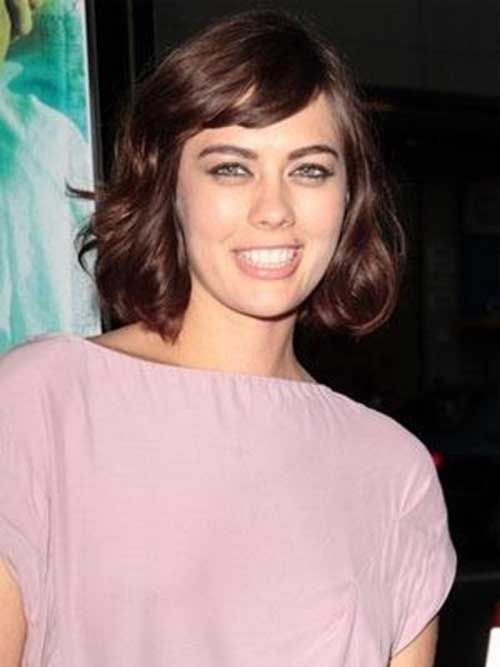 Short Layered Side Swept Bob Hairstyles for Wavy Hair