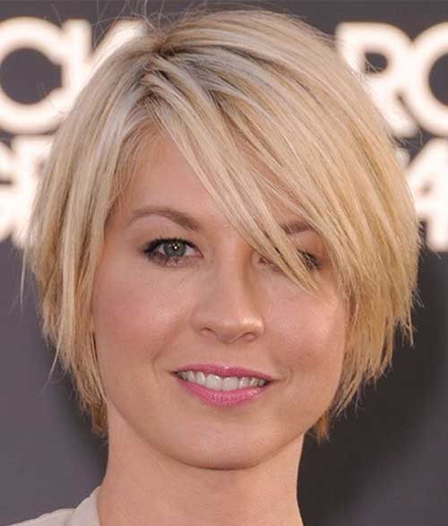 Short Layered Straight Hairstyles Ideas for Thick Hair Type