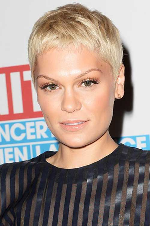 Celebrity Short Haircuts-17