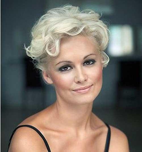 Short Hair Styles for Older Women-12