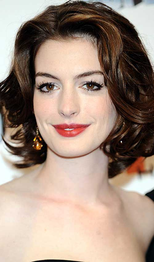 Anne Hathaway Short Haircuts for Wavy Hairstyles