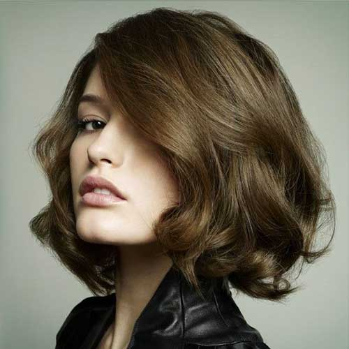 Blowout Short Wavy Hairstyles