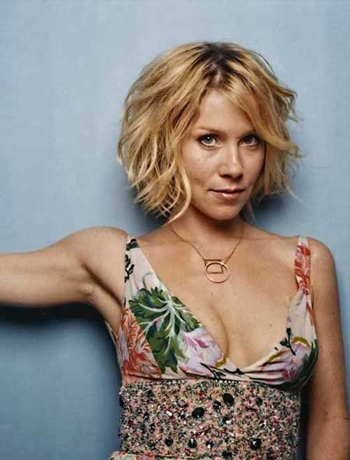 Christina Applegate Short Wavy Hair