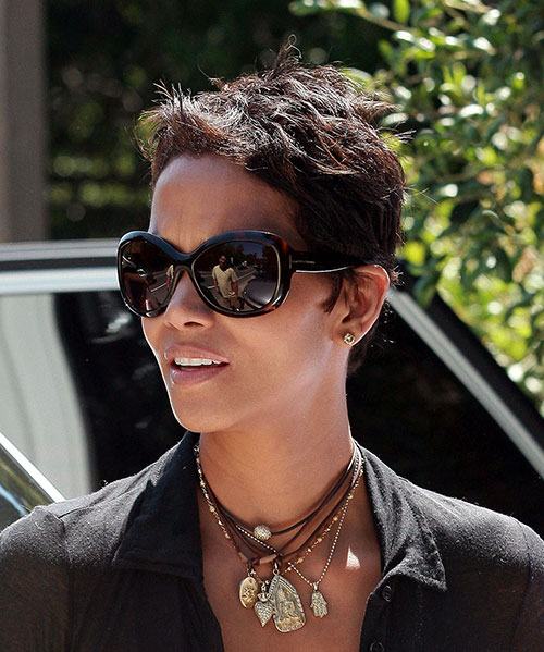 Halle Berry Wavy Short Hairstyles