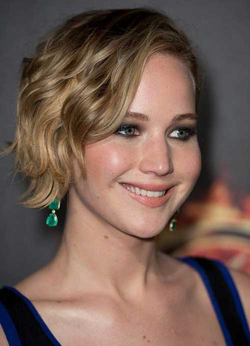 Short Haircuts for Wavy Hair-11