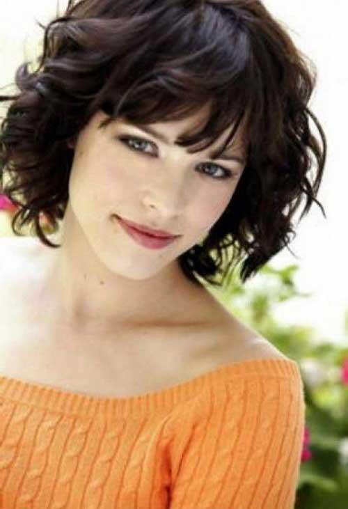 Medium Short Thick Wavy Hairstyles for Women