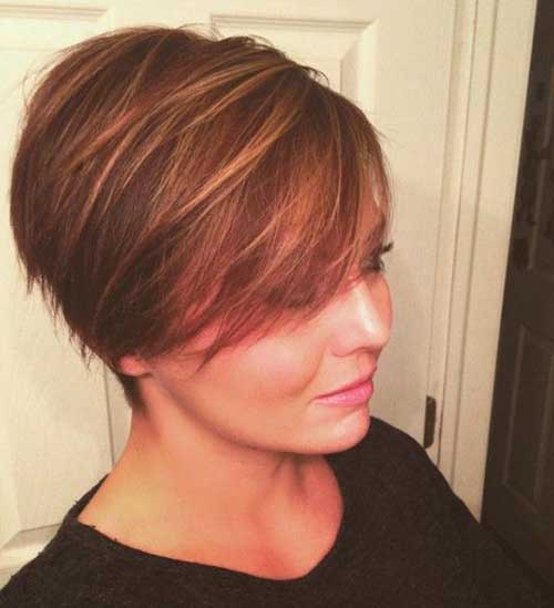 Short Highlighted Hair for Round Face