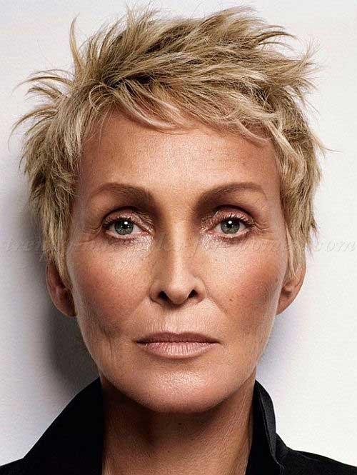 Short Haircuts Women Over 50-18