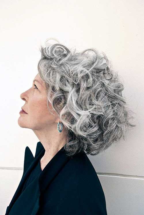 Short Haircuts Women Over 50-21