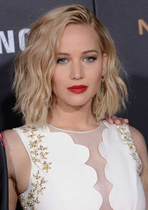 Celebrity with Short Hair-24
