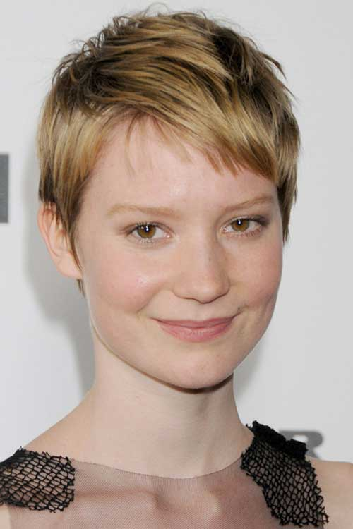 Celebrity with Short Hair-29