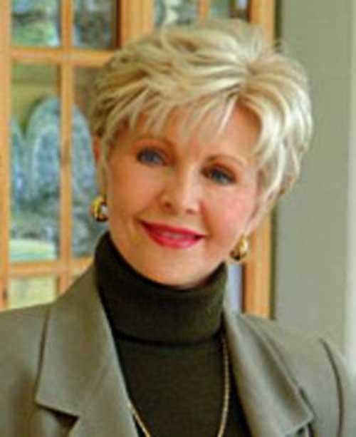 Short Haircuts Women Over 50-6