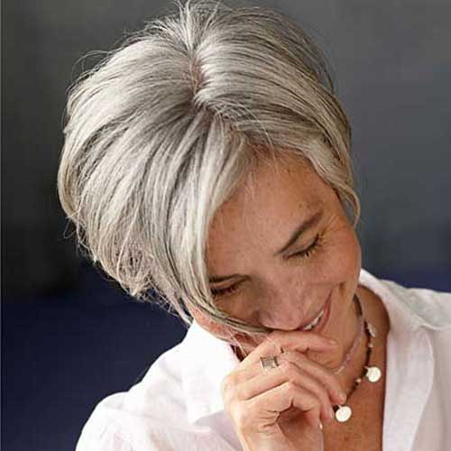 Short Haircuts Women Over 50-9