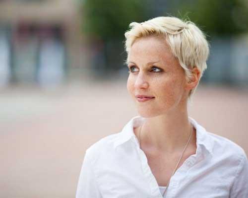 Short Hair for Women Over 40-20