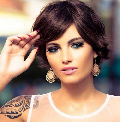 Short Haircuts for Round Faces-14