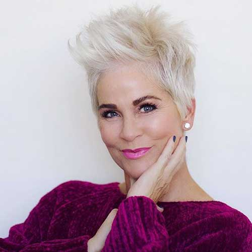 Short Haircuts for Older Women-15