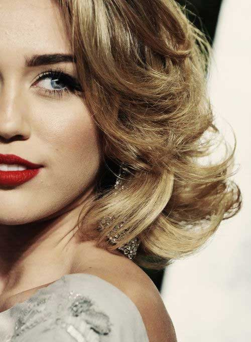 Miley Cyrus Short Wavy Bob Haircut