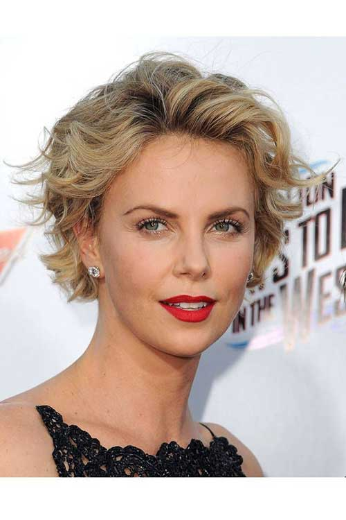 Charlize Theron Short Wavy Hairstyles on the Red Carpet