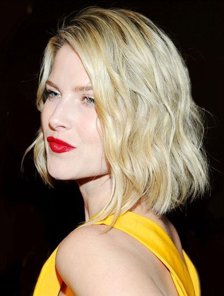 Extremely Attractive Wavy Bob