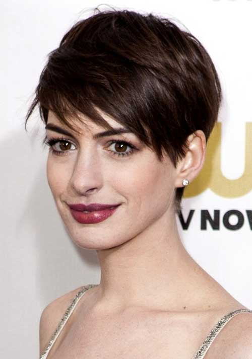 Anne Hathaway's Brown Pixie Style