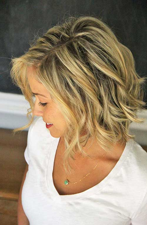Feminine Short Hairstyles for Wavy Hair